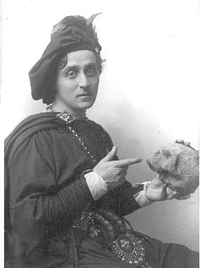 E. H. Sothern as Hamlet with Yorick's skull